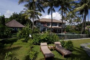 Villa Markisa Garden_Pool_f